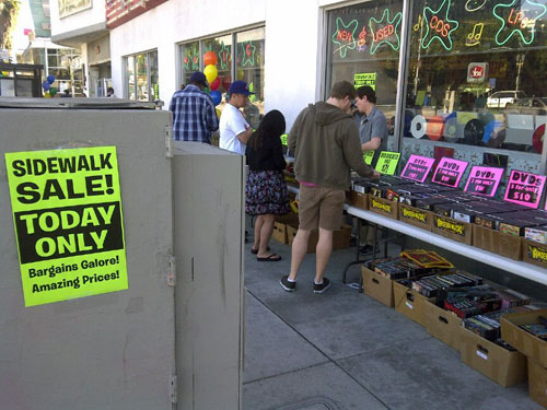 sidewalk-sale4